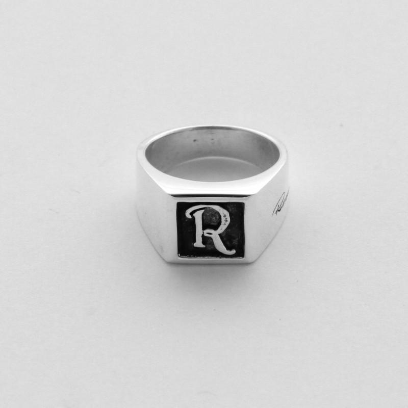Conosciuto anello in argento a sigillo chevalier con iniziale QJ72